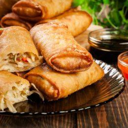 Энчилады (блинчики с острой мясной начинкой) с курицей и перцем чили